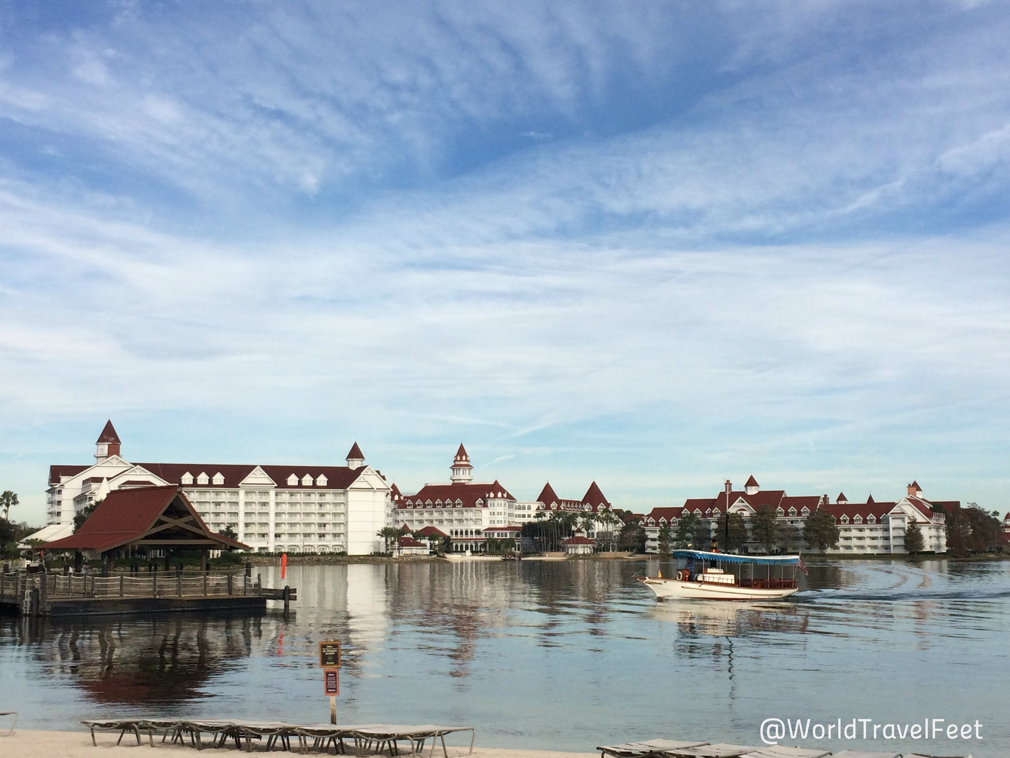 Vista del Grand Floridian Resort desde las Polinesian Village.